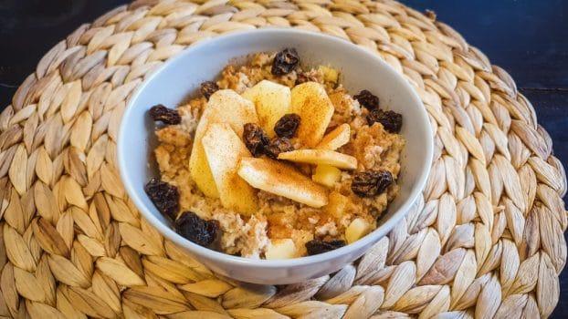 Porridge proteico de manzana y canela