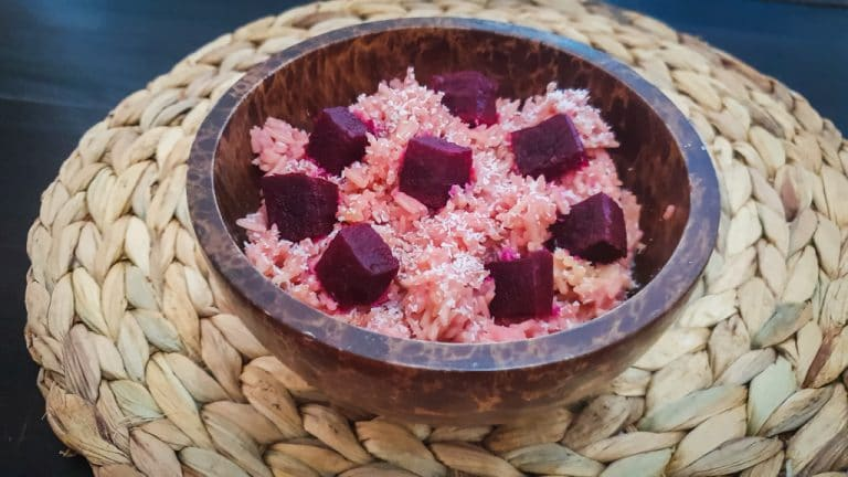 Arroz rosa al aroma de coco