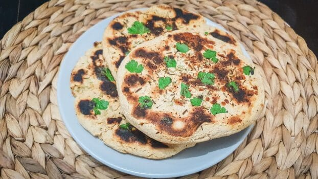 Pan Naan con harina de avena y queso